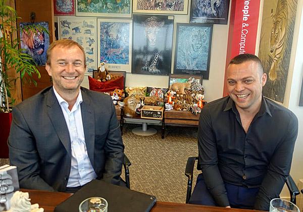 באו לבקר במאורת הנמר: ליאור חן, מנהל השותפים ב-Veeam ישראל, וג׳יל פומייר, סגן נשיא לשותפים באזור EMEA. צילום: פלי הנמר